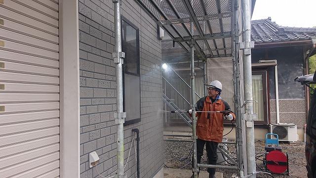 飯田市龍江にて【遮熱塗料】外壁屋根塗装工事のコーキング交換を行います。