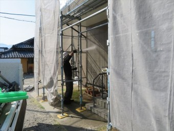外壁の高圧洗浄です