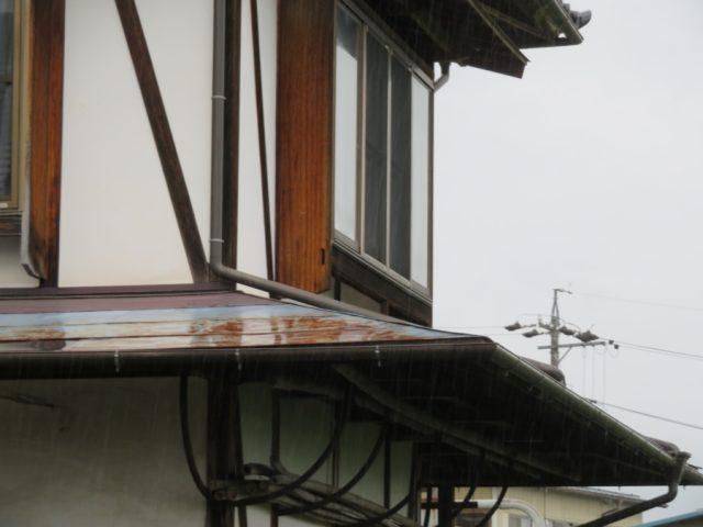 下屋根塗装前です