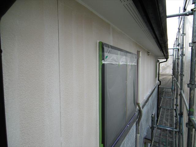 2階を下塗りしています