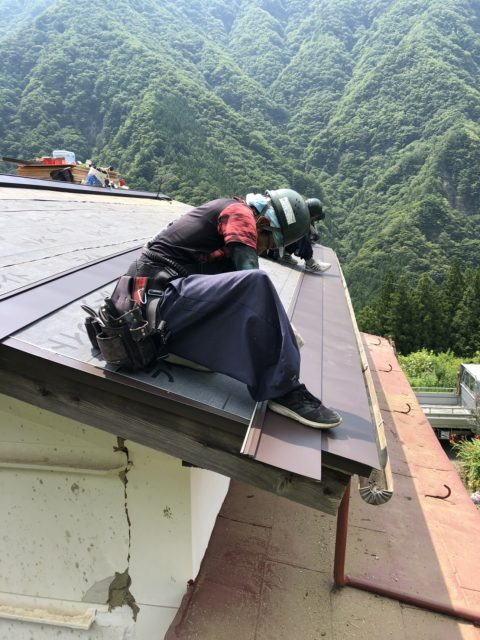 南信濃_屋根葺き替え_ガルバリウム鋼板貼り