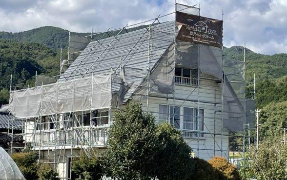 長野県下伊那郡高森町にて屋根塗装工事を行います。塗装工事の進捗状況
