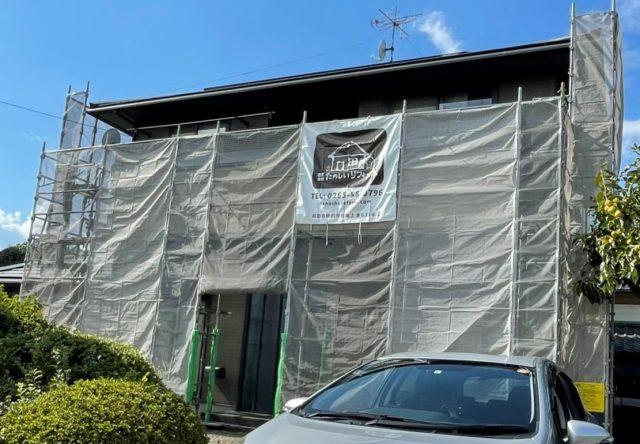 下伊那郡高森町にて外壁塗装工事をおこないます。コーキング打ち替えなど作業の進捗