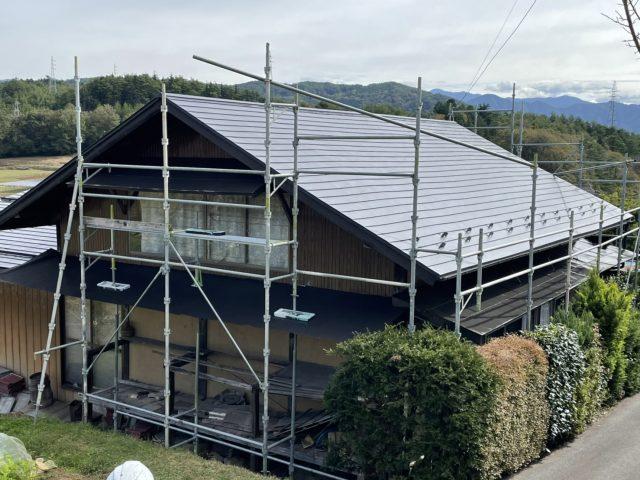 下伊那郡下条村にて屋根葺き替え工事と屋根塗装を行いました。