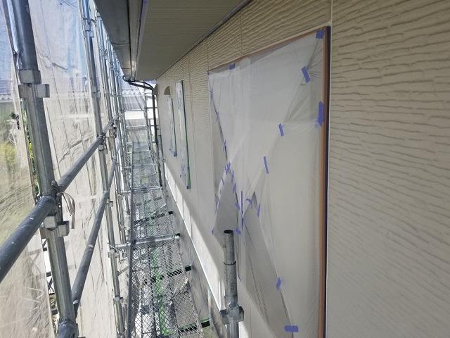 外壁塗装用の養生開始です