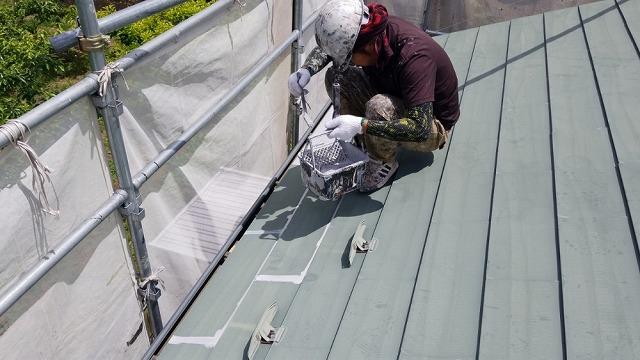 アステックの塗料で下塗り開始です