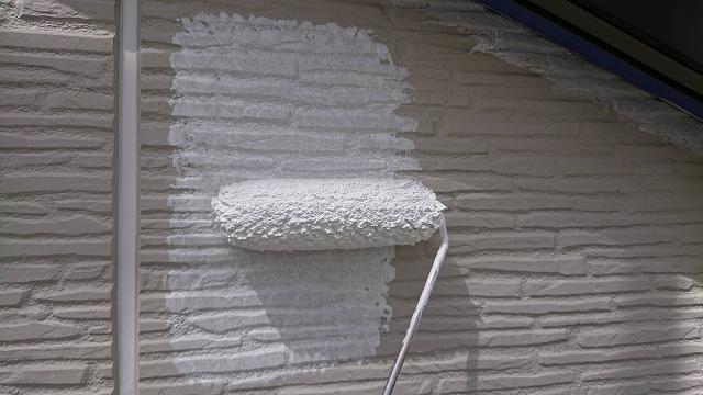 外壁の下塗り開始です①