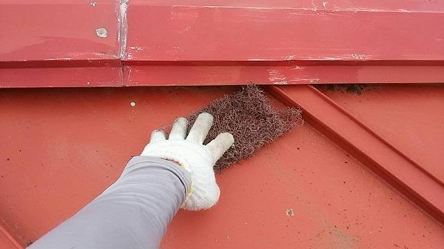 トタン屋根のケレン開始です