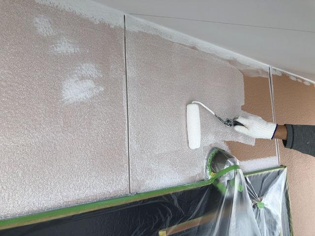 下塗りの塗装をしています