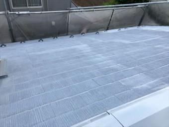 コロニアル屋根の下塗りし終わりました