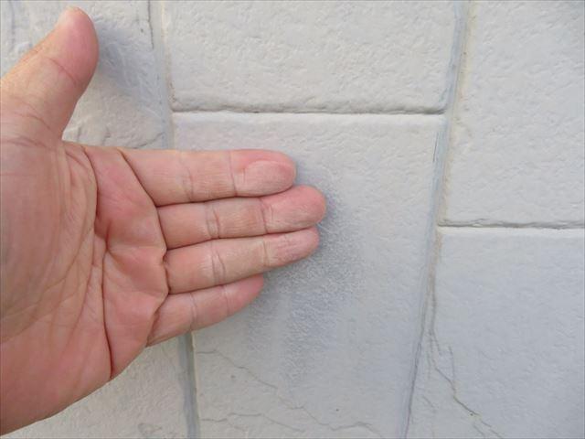 外壁を触ってみました