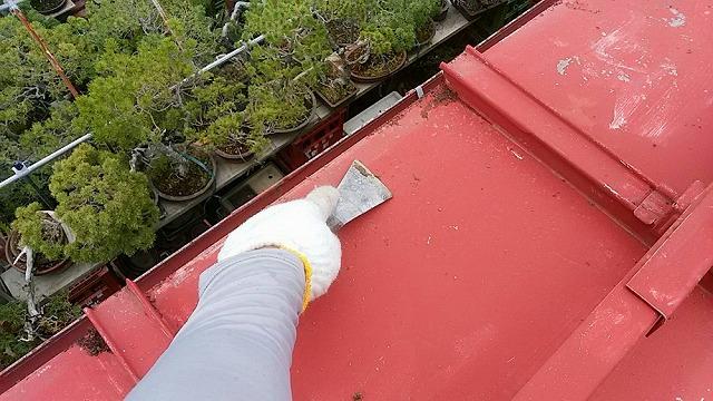 トタン屋根のケレン開始です①