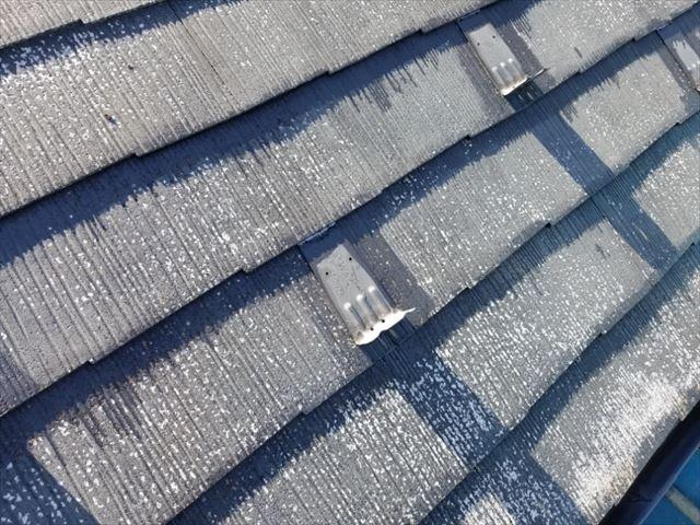 スレート屋根の下塗りです 雪止め