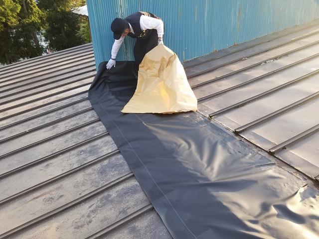 屋根上の外壁の撤去開始です。⑧