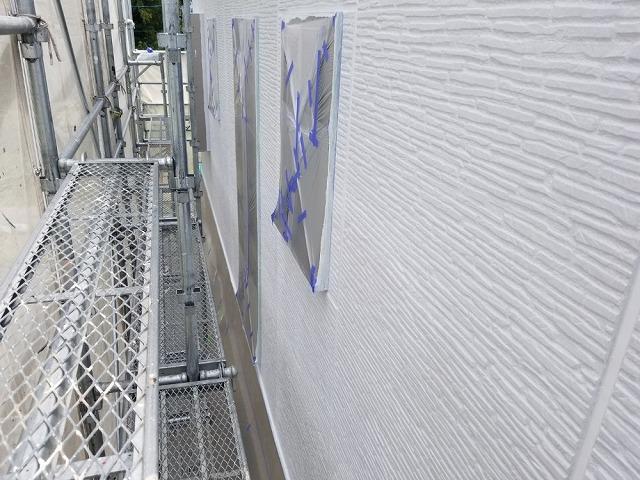外壁中塗り開始です