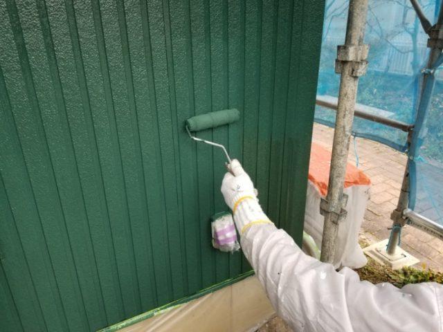 窯業系サイディングの部分の上塗りを塗っていきます。