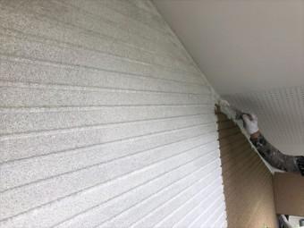 外壁塗装下塗り刷毛でしています。