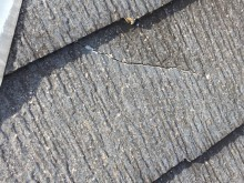 屋根の割れ