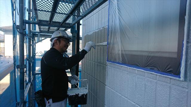 駒ヶ根市外壁下塗り1