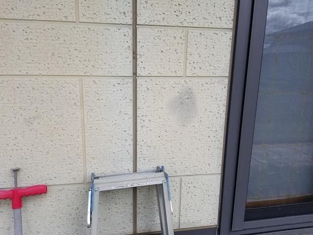 塗装施工前です 外壁に色あせが出ています①