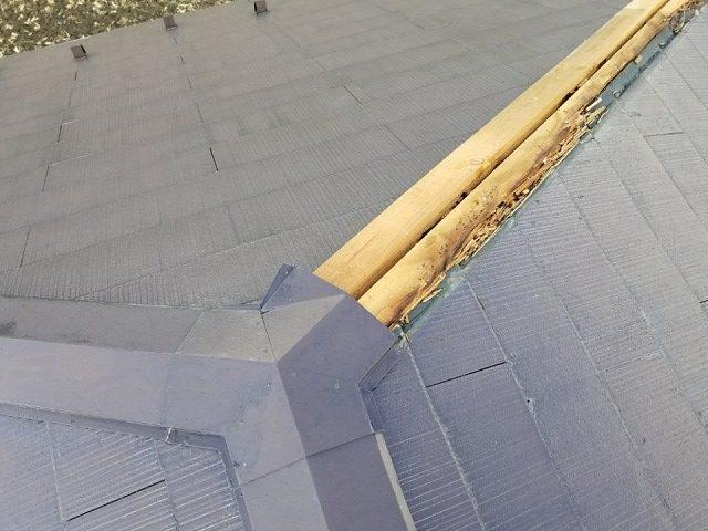 台風で飛んだ棟板金です