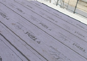 ガルバリウム鋼板の屋根材と曲率を合わせる